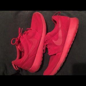 Nike Triple Red Roshe Run